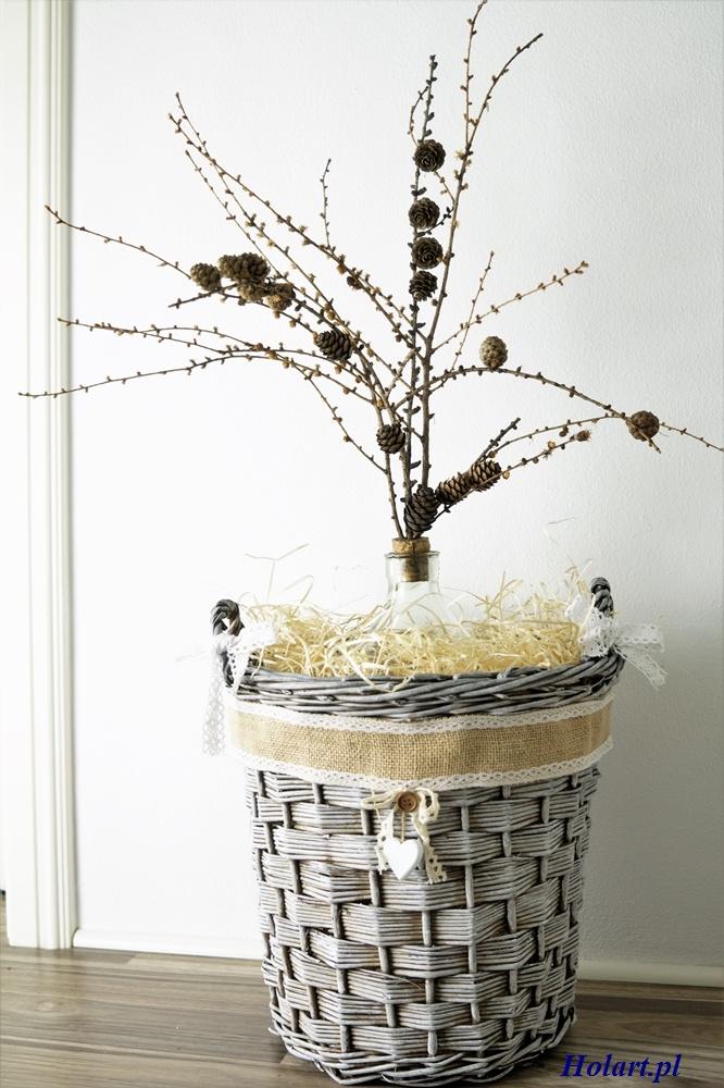 gałęzie z szyszkami w koszu wiklinowym,diy