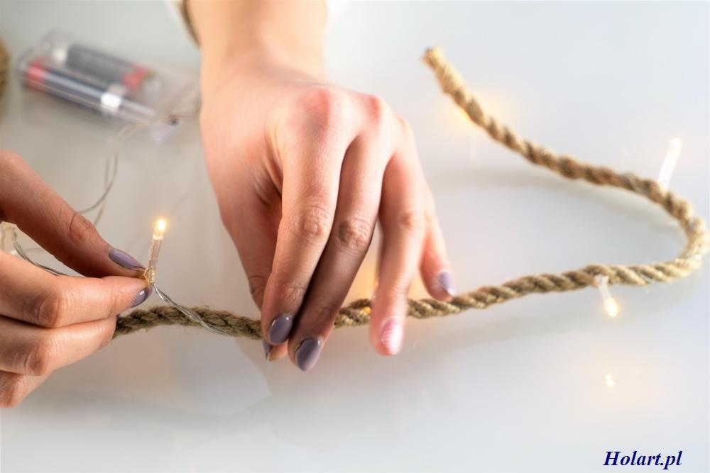 jak włożyć kabel w środek sznurka z juty, DIY