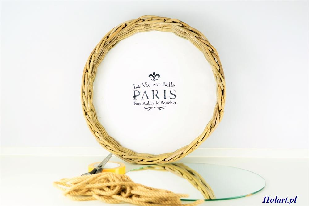 wiszące lustro na sznurku z tacy